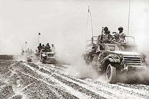 Corazzati israeliani nella zona centrale della penisola del Sinai, 7 giugno 1967.