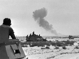 Soldati israeliani avanzano nelle posizioni egiziane a Rafah, nel sud della Striscia di Gaza durante la guerra dei Sei Giorni.